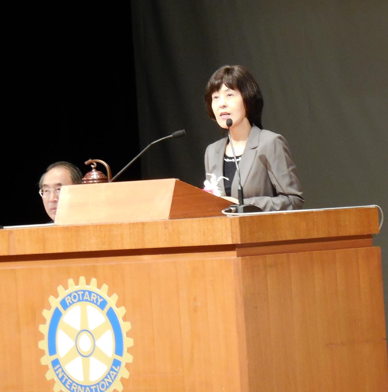 高橋知事 ※高橋知事のご挨拶の様子です。 高橋知事のご挨拶の後は、表彰式が執り行われました。当ク